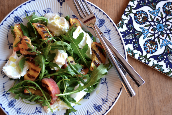 GRIDDLED PEACH, MOZERELLA & ROCKET SALAD